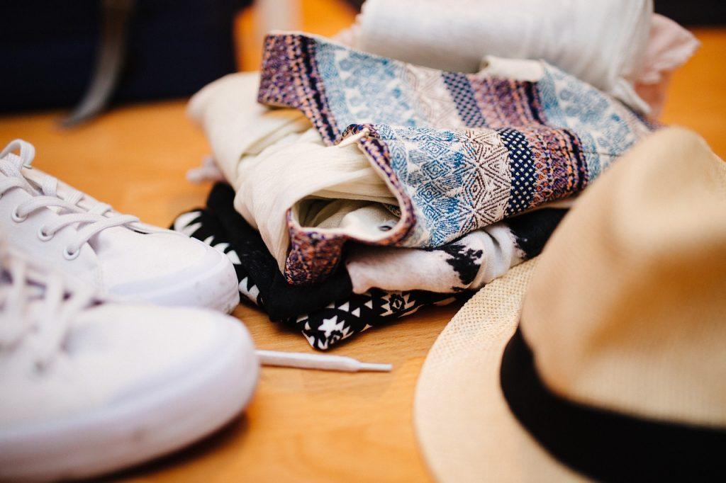 clothes-922988_1280