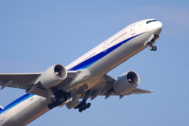 遠距離介護での交通費は大問題!航空機と電車の節約術とは?